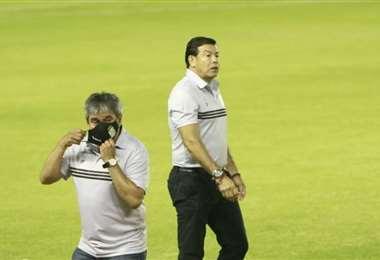 El momento en el que Sánchez se retiraba luego de ser expulsado. Foto: Juan Carlos Torrejó