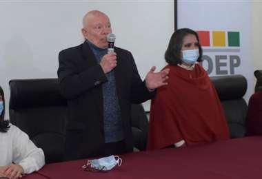 Foto APG: Óscar Hassenteufel  y Nancy Gutiérrez son las nuevas autoridades del TSE