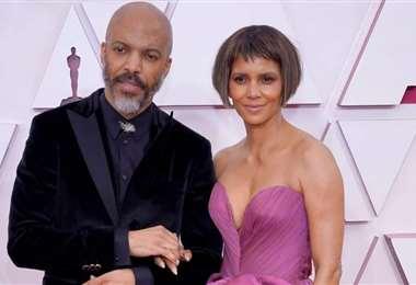 Van Hunt y Halle Berry a su llegada a la alfombra roja de los Óscar