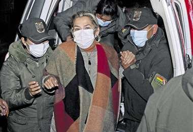 En principio, la expresidenta estuvo recluida en la cárcel de Obrajes. Luego, intempestiva