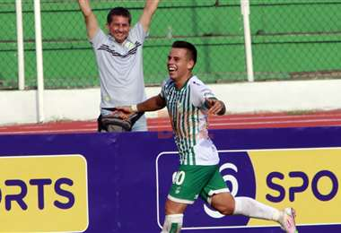 Vaca celebrando su gol. Foto: Juan C. Torrejón