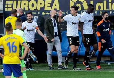 Los jugadores de Valencia dejaron la cancha. Foto: Internet