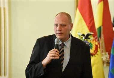 El viceministro de comercio exterior, Benjamin Blanco, alerta de falsas ofertas de vacunas