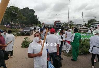 Médicos bloquean la ruta al norte/Foto: Juan Carlos Torrejón
