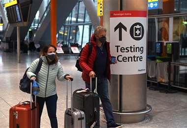 Reino Unido busca reanudar viajes tras pandemia. Foto AFP