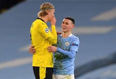 La charla amigable entre Foden y Haaland tras el final del partido. Foto: AFP