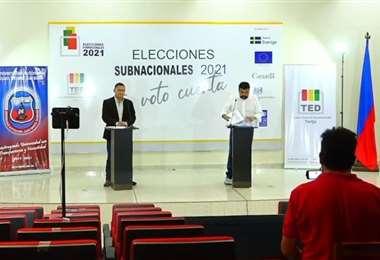 Debate entre Oscar Montes y Álvaro Ruiz