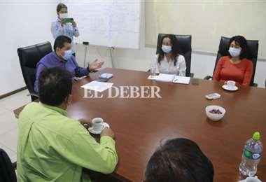 Jhonny Fernández se reune con los pequeños y medianos empresarios. Foto: JC Torrejón