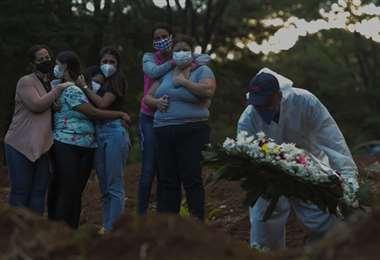 Brasil es de lejos el país más golpeado con más de 332.000 fallecidos /AFP