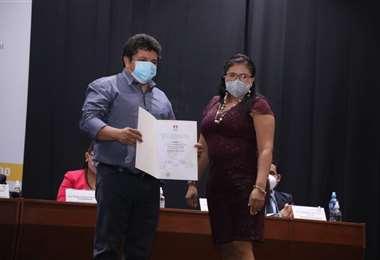Ruddy Dorado recibe la credencial como alcalde de San Ignacio de Velasco