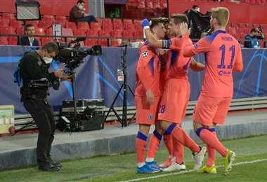 El festejo de los jugadores del Chelsea por su triunfo ante el Oporto. Foto. AFP