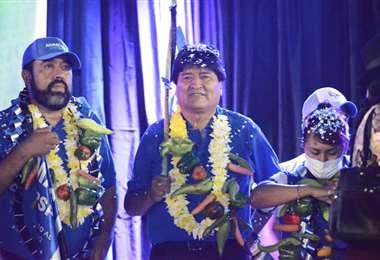 Evo Morales junto al candidato a gobernador del MAS en cierre de campaña en Yacuiba