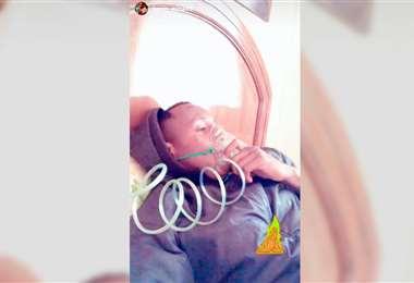 Kevin Mina fue asistido con oxígeno tras llegar a Potosí.