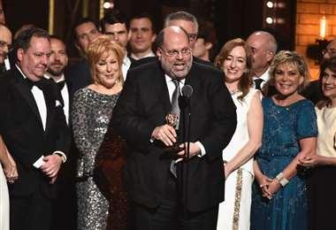 Scott Rudin recibiendo uno de los muchos premios que ha recibido por sus producciones