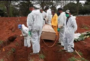 El sistema de Salud del Gobierno de Bolsonaro está colapsado y las muertes siguen