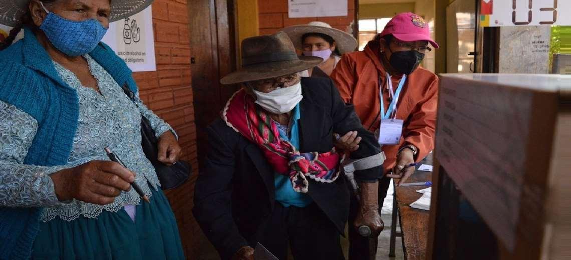 Darán tolerancia a los ancianos. Foto referencial: AFP