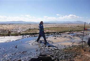 Foto APG: francés Alexis Dessard limpiando el lago Uru Ur