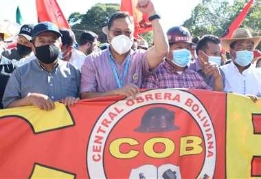 Los dos mandatarios en la marcha de la COB (Foto: oficial)