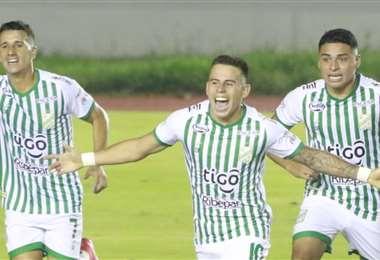 Vaca (c.) y Dorrego (izq.) marcaron los primeros goles de Oriente. Foto: Juan C. Torrejón