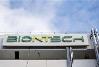 BioNTech quiere instalar una planta de producción de vacunas en Singapur. Foto AFP