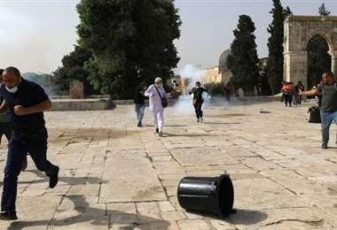 La policía de Israel lanzó bombas lacrimógenas y perdigone