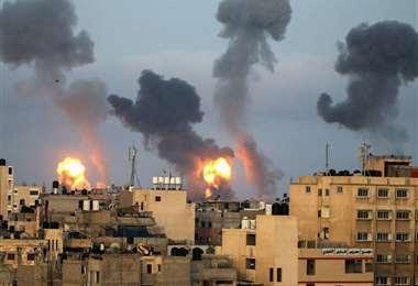 Misiles israelíes caen en medio de una zona habitada en Gaza, territorio palestino