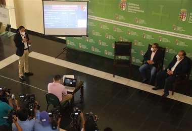 Gobernación presenta el plan sanitario para la 3ra ola. Foto: GADSC