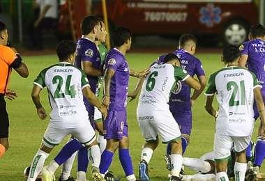 El partido entre Oriente y Real Potosí terminó con polémica. Foto: APG Noticias