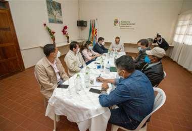 Camacho trasladó hasta San Ignacio la reunión de Gabinete