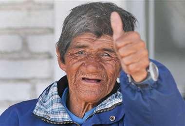'Loco' Julio, el hincha que se ganó la lotería y donó el premio al club del que era hincha