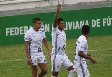 Saucedo (izq.) y Ríos (c.) marcaron los dos primeros goles de Real SC. Foto: J.C. Torrejón