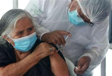 Vacunación en Santa Cruz. Foto: Jorge Ibañez