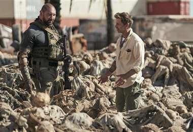 """El actor Dave Bautista y el director Zack Snyder en la filmación de """"Army of the Dead"""""""