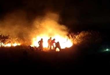 La fuego se inició en una zona de difícil acceso para vehículos