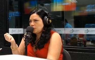 Jasmine Moawad Barrientos en los estudios de El Deber Radio.