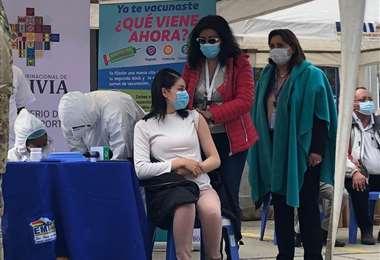 La Paz inicia vacunación a mayores de 50 años