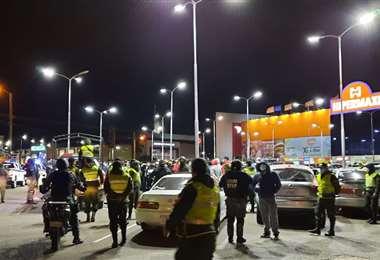 Policía frena carreras en la Cristo Redentor. Foto: facebook de Del Castillo