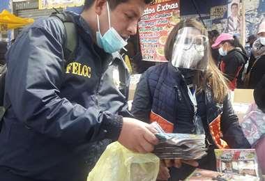 La Policía secuestró una gran cantidad de CDs con material pornográfico
