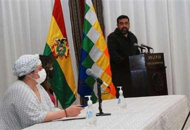Ayer renunció su antecesor y Ruiz fue posesionado hoy por la ministra de Presidencia/APG