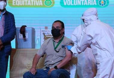 Udabol inicia la vacunación con la presencia del presidente Arce. Foto: J. Ibáñez