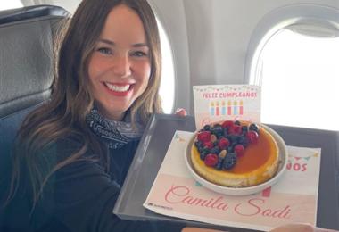 Camila Sodi recibió presentes por su cumpleaños en el avión que la llevaba a Nueva York