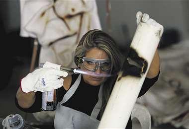 Verónica Virreira La artista desarrolla una técnica que vincula la escultura con el plásti