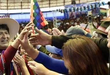 El expresidente con sus bases (Foto: Evo Morales)