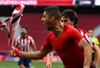 El delantero uruguayo Luis Suárez le dio la victoria al Atlético de Madrid. AFP