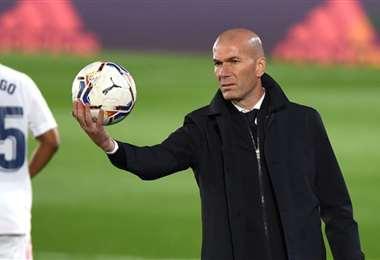 Zinedine Zidane tiene un año más de contrato con el Real Madrid. Foto: Internet