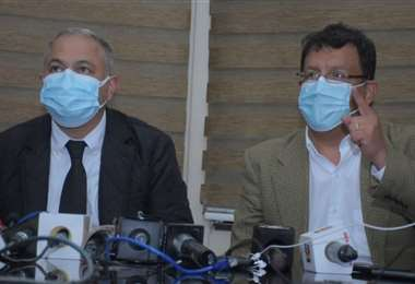 Costa (izq.) y Camacho durante la conferencia de prensa en La Paz. Foto: APG Noticias