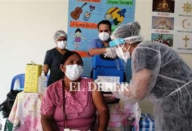El colegio Claudina Thevenet (Plan 3000) inicia vacunaciones. Foto: JC Torrejón