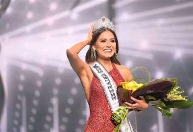 La belleza mexicana luego de recibir la corona universal