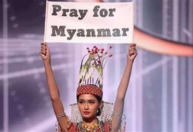 Miss Myanmar gana el premio al mejor vestido nacional