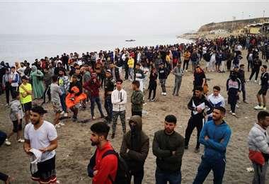 Cientos de personas se habían juntado cerca de Ceuta